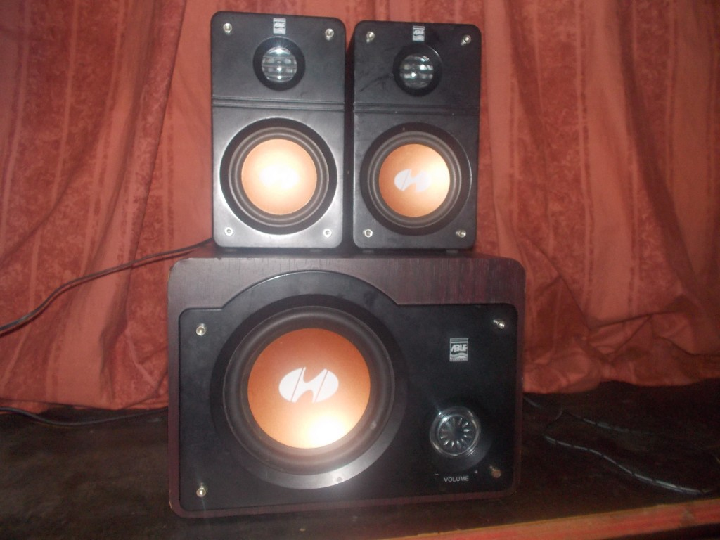 A large stereo with speakers